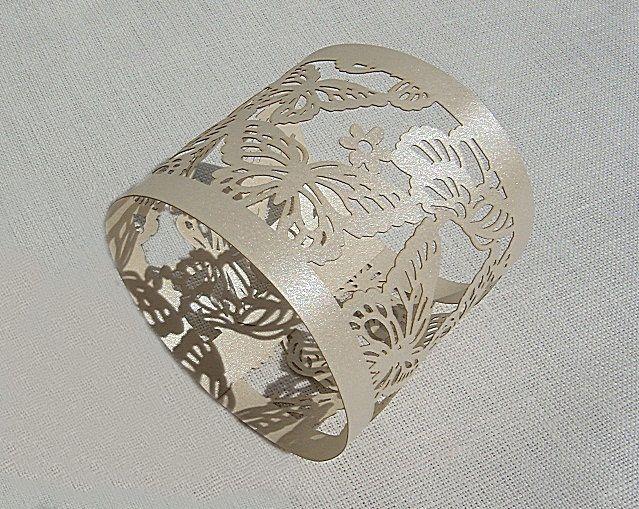 Pásek na ubrousky - dekor motýlci; krémová - 12ks